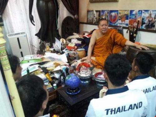 Sư Phra lại làm phép cho đoàn thể thao Thái Lan - 1