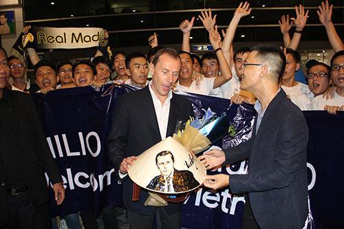 Huyền thoại Real Madrid tới Việt Nam mang theo thông điệp bất ngờ - 8