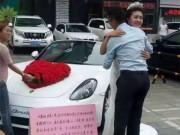 Bạn trẻ - Cuộc sống - Gái xinh mặc váy cưới ôm 999 người để tìm chồng