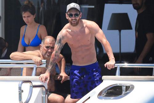 Sau án tù trốn thuế, Messi vô tư lự trên siêu du thuyền - 1