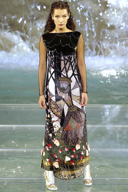 Fendi gây sốc với dàn mẫu catwalk trên mặt nước - 17