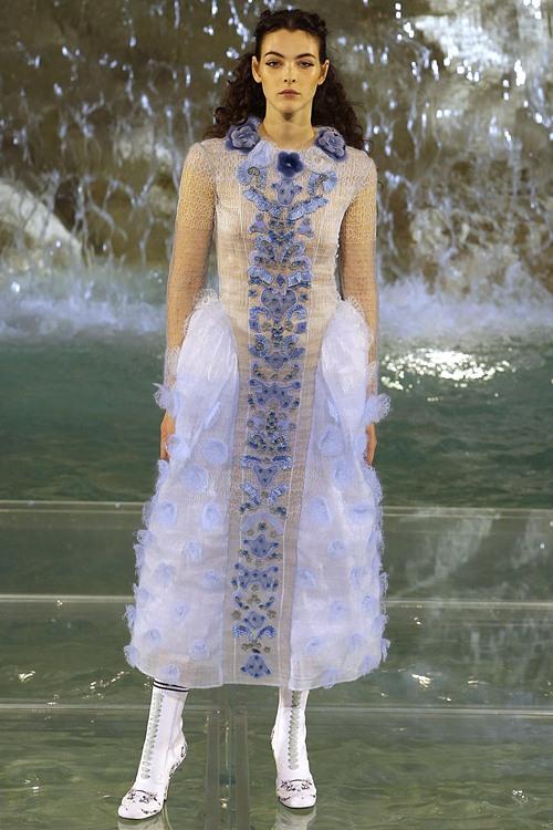 Fendi gây sốc với dàn mẫu catwalk trên mặt nước - 14