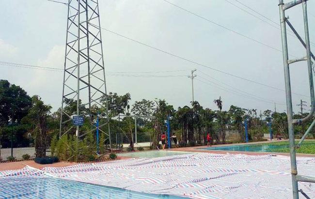 Giật mình bể bơi xây dưới chân cột điện cao thế 110KV - 1