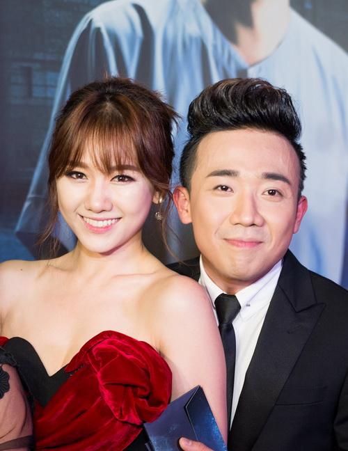 Trấn Thành bất ngờ cầu hôn Hari Won ở bar - 1