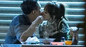 Trấn Thành bất ngờ cầu hôn Hari Won ở bar - 3