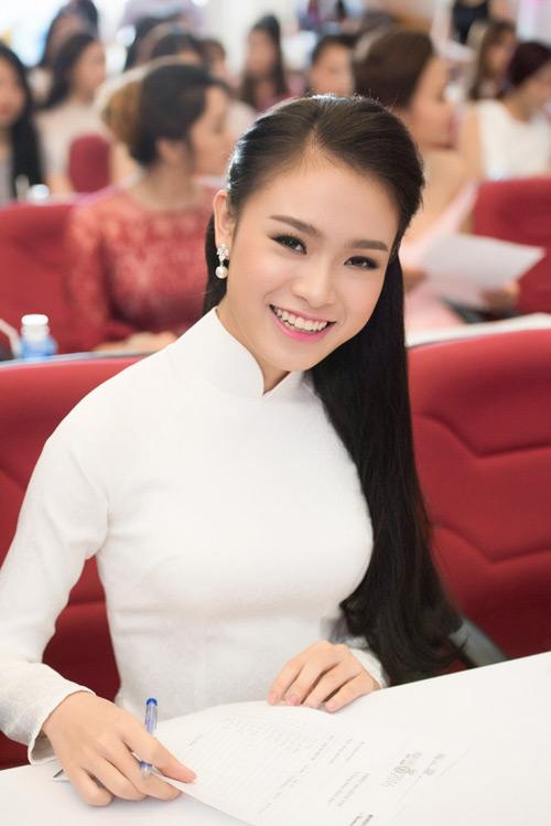 Nữ sinh học siêu giỏi, vòng eo 56 đi thi Hoa hậu VN - 1