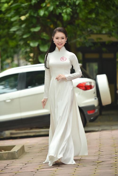 Nữ sinh học siêu giỏi, vòng eo 56 đi thi Hoa hậu VN - 2