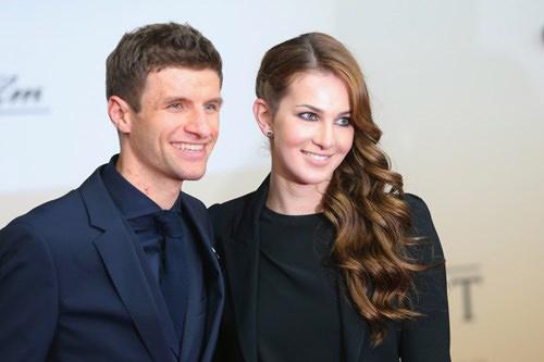 Muller tạm quên bóng đá, làm 'giám đốc cà rốt' cho vợ - 2