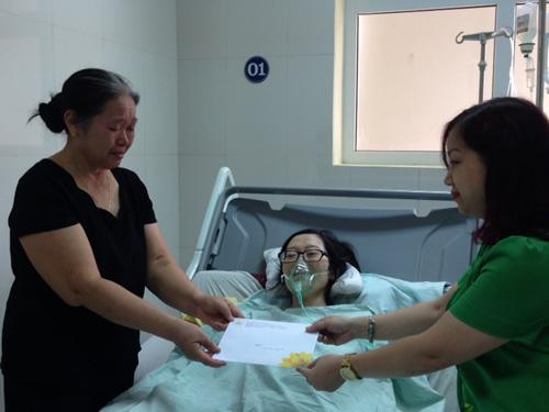 Cảm động mẹ ung thư giai đoạn cuối mổ ngồi để cứu con - 1