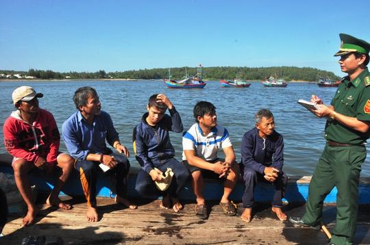 5 ngư dân bị tàu Trung Quốc tông chìm về đến đất liền - 2