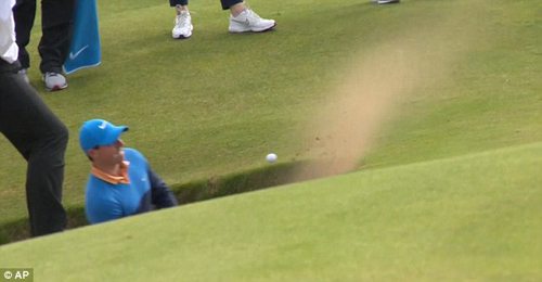 Khó tin: Cao thủ golf mất 6 gậy mới thoát khỏi bẫy cát - 2