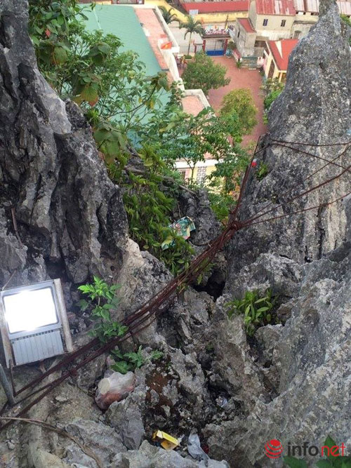 Tảng đá nghiêng chực đổ ụp xuống trường mầm non - 2