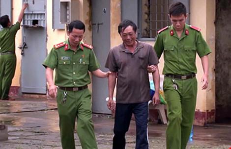 Hành trình bỏ trốn của kẻ cướp có súng AK - 1