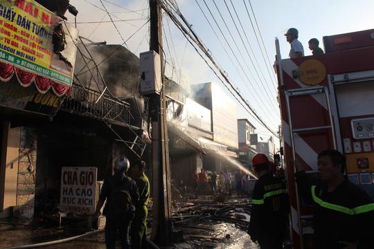Cháy lớn trong chợ Sặt, 1 phụ nữ tử vong - 4