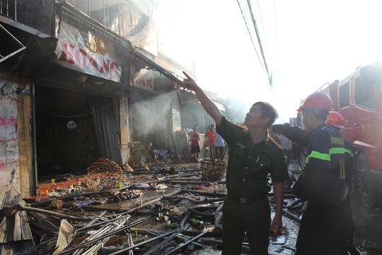 Cháy lớn trong chợ Sặt, 1 phụ nữ tử vong - 5