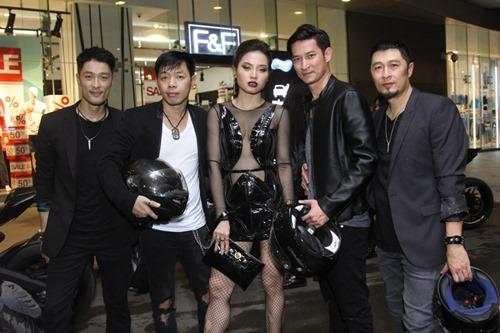 Bạn gái khoe eo thon đến ủng hộ Johnny Trí Nguyễn - 5
