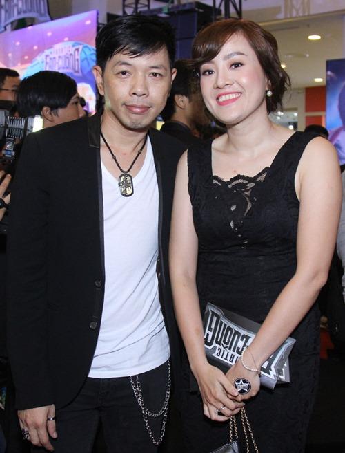 Bạn gái khoe eo thon đến ủng hộ Johnny Trí Nguyễn - 7