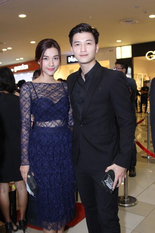 Bạn gái khoe eo thon đến ủng hộ Johnny Trí Nguyễn - 9