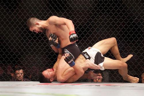 UFC: Tay đấm gốc Việt lần đầu thua sốc - 2