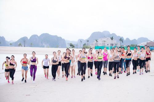 Thí sinh Hoa hậu VN khoe eo thon bên biển Hạ Long - 3