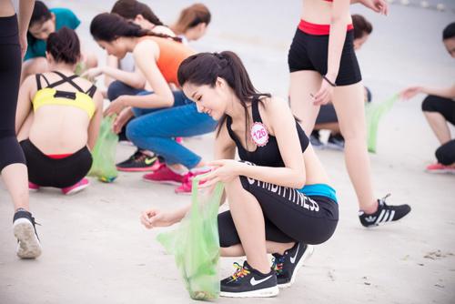 Thí sinh Hoa hậu VN khoe eo thon bên biển Hạ Long - 5