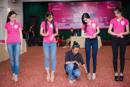 Thí sinh Hoa hậu VN khoe eo thon bên biển Hạ Long - 8