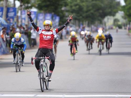 Tay đua Hàn Quốc khóc nức nở vì bị dẫn nhầm lộ trình - 2