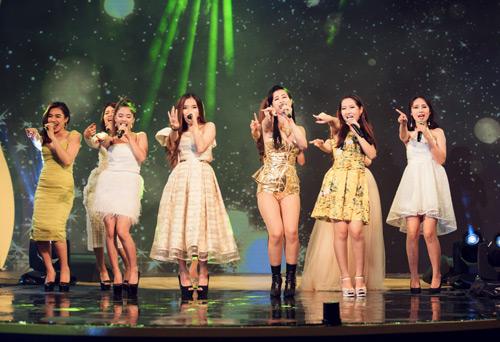 Đông Nhi- Bảo Anh- Khởi My đồng hành cùng top 9 Hello Yellow - 3