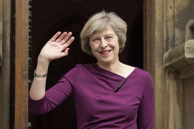 """Vừa nhậm chức, nữ Thủ tướng Anh bổ nhiệm """"trùm"""" Brexit - 3"""