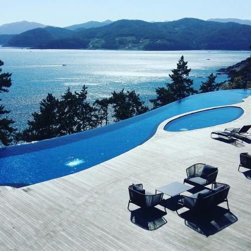 Bae Yong Joon đưa vợ đi nghỉ ở villa gần 200 triệu/đêm - 6