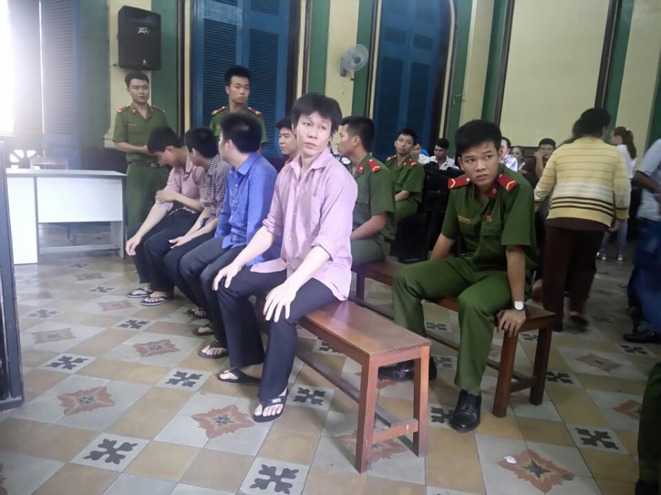 Giết người, nhóm thanh niên bị tuyên phạt tội gây rối - 1