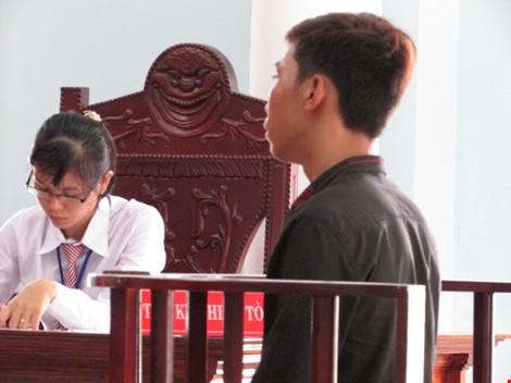 Gánh nặng của 'bà mẹ nhí' và người yêu sau phiên tòa - 1