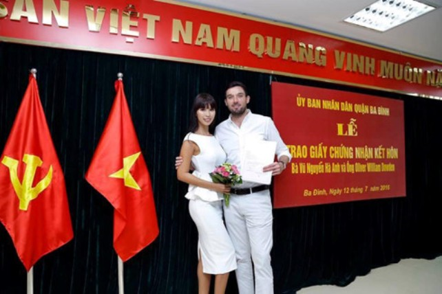 Quận Ba Đình nói gì về lễ đăng ký kết hôn của siêu mẫu Hà Anh - 1