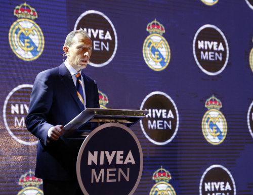 Huyền thoại Butragueno bật mí kế hoạch của Real Madrid tại Việt Nam - 2