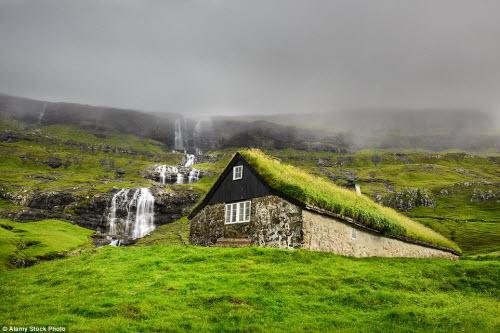 Những ngôi nhà mái cỏ đẹp như tranh vẽ ở Iceland - 3