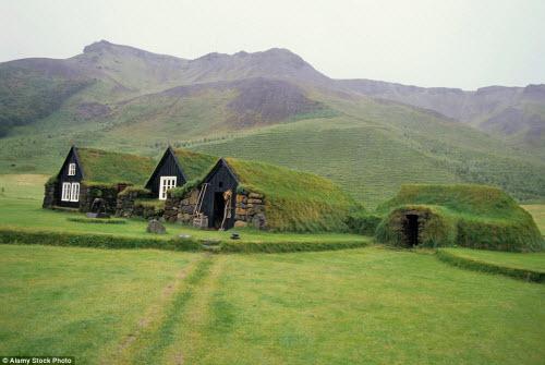 Những ngôi nhà mái cỏ đẹp như tranh vẽ ở Iceland - 4