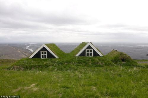 Những ngôi nhà mái cỏ đẹp như tranh vẽ ở Iceland - 7
