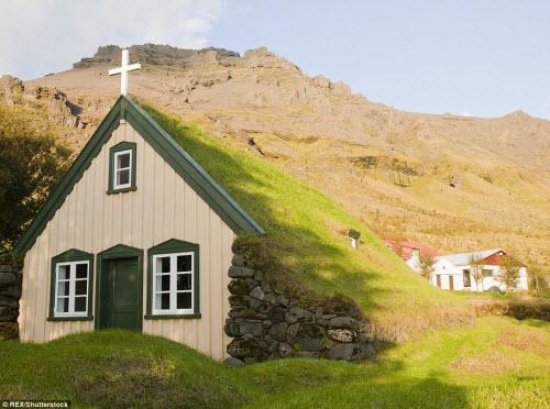 Những ngôi nhà mái cỏ đẹp như tranh vẽ ở Iceland - 10