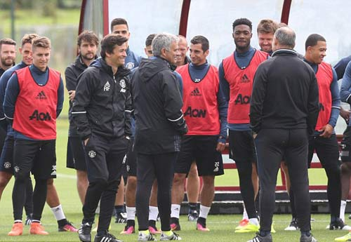 "MU: Martial luyện ""6 múi"" chờ ra mắt Mourinho - 4"