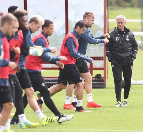 "MU: Martial luyện ""6 múi"" chờ ra mắt Mourinho - 5"