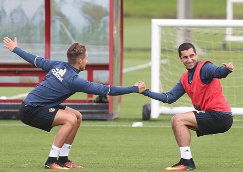 "MU: Martial luyện ""6 múi"" chờ ra mắt Mourinho - 6"