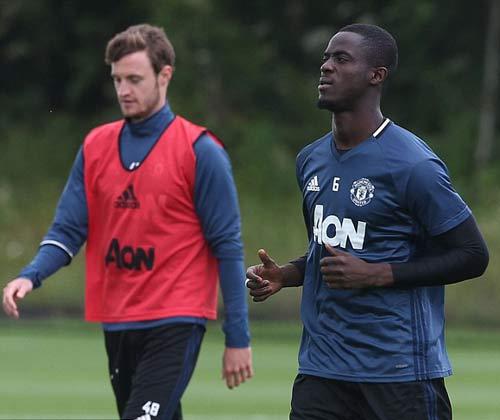 "MU: Martial luyện ""6 múi"" chờ ra mắt Mourinho - 7"