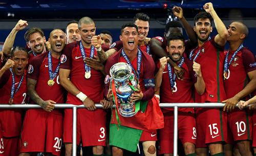 """Vô địch Euro 2016, Ronaldo """"vàng 9999"""" hay kim cương đỏ? - 2"""