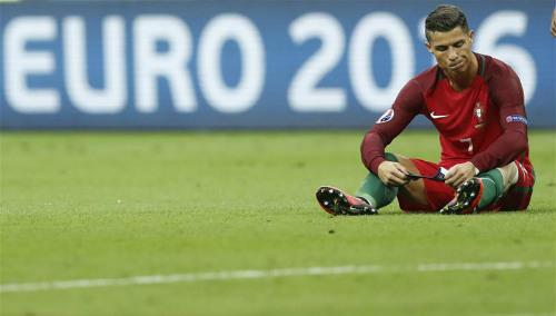 """Vô địch Euro 2016, Ronaldo """"vàng 9999"""" hay kim cương đỏ? - 1"""