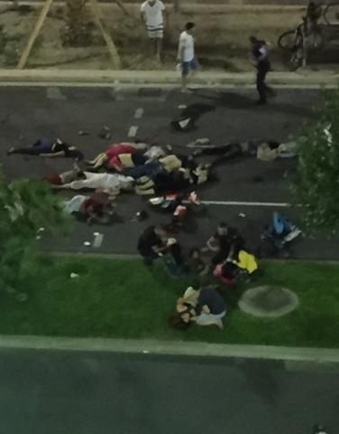 Khủng bố bằng xe tải ngày quốc khánh Pháp, 84 người chết - 7