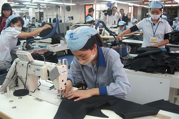 Kiến nghị cấp phép các khu công nghiệp dệt may quy mô lớn - 1