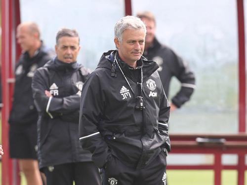 Đừng mơ MU chơi tấn công dưới thời Mourinho - 2