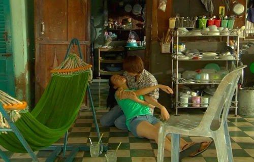Video phim: Minh Hằng cởi áo khoe thân trước Nhã Phương - 4