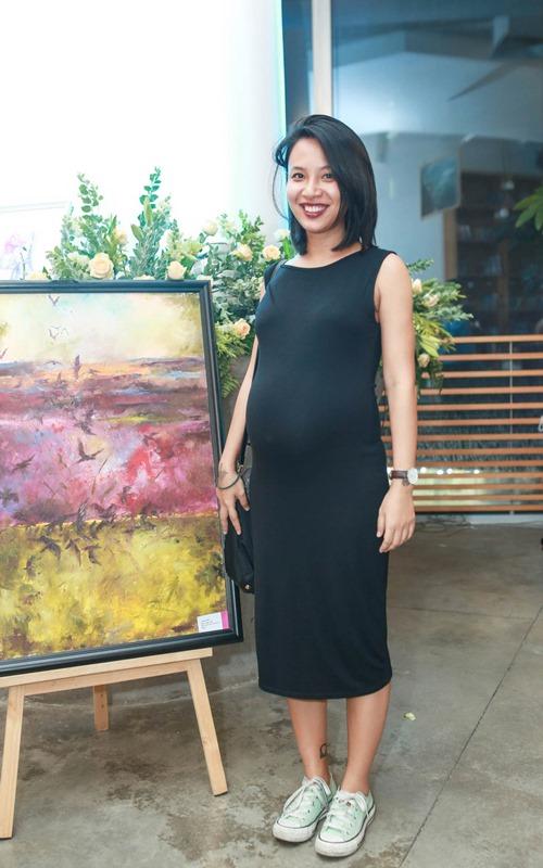 MC Thùy Minh khoe bụng bầu gần 8 tháng - 1