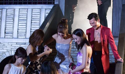 Trần Bảo Sơn gây tò mò với cảnh ngực trần bên mỹ nữ châu Á - 3